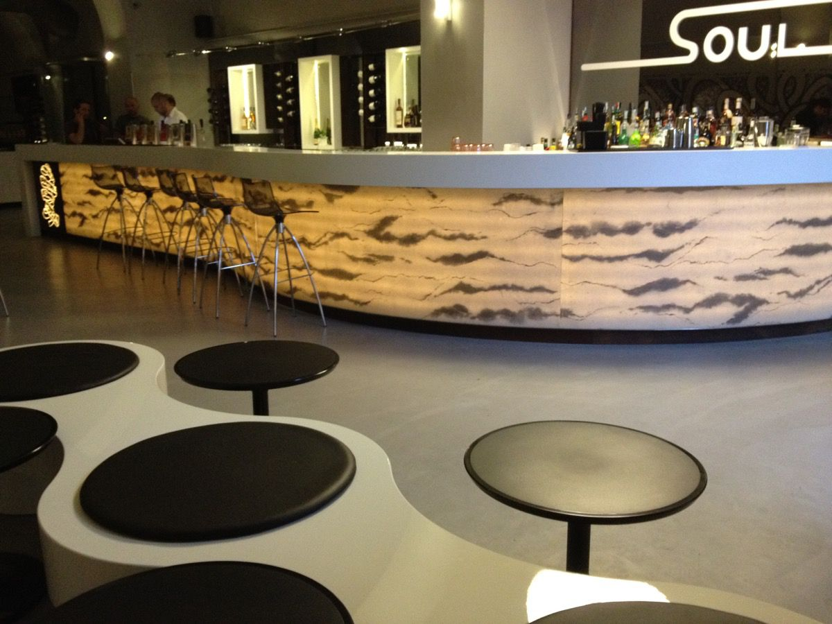Soul lunge grill alma design for Table design history